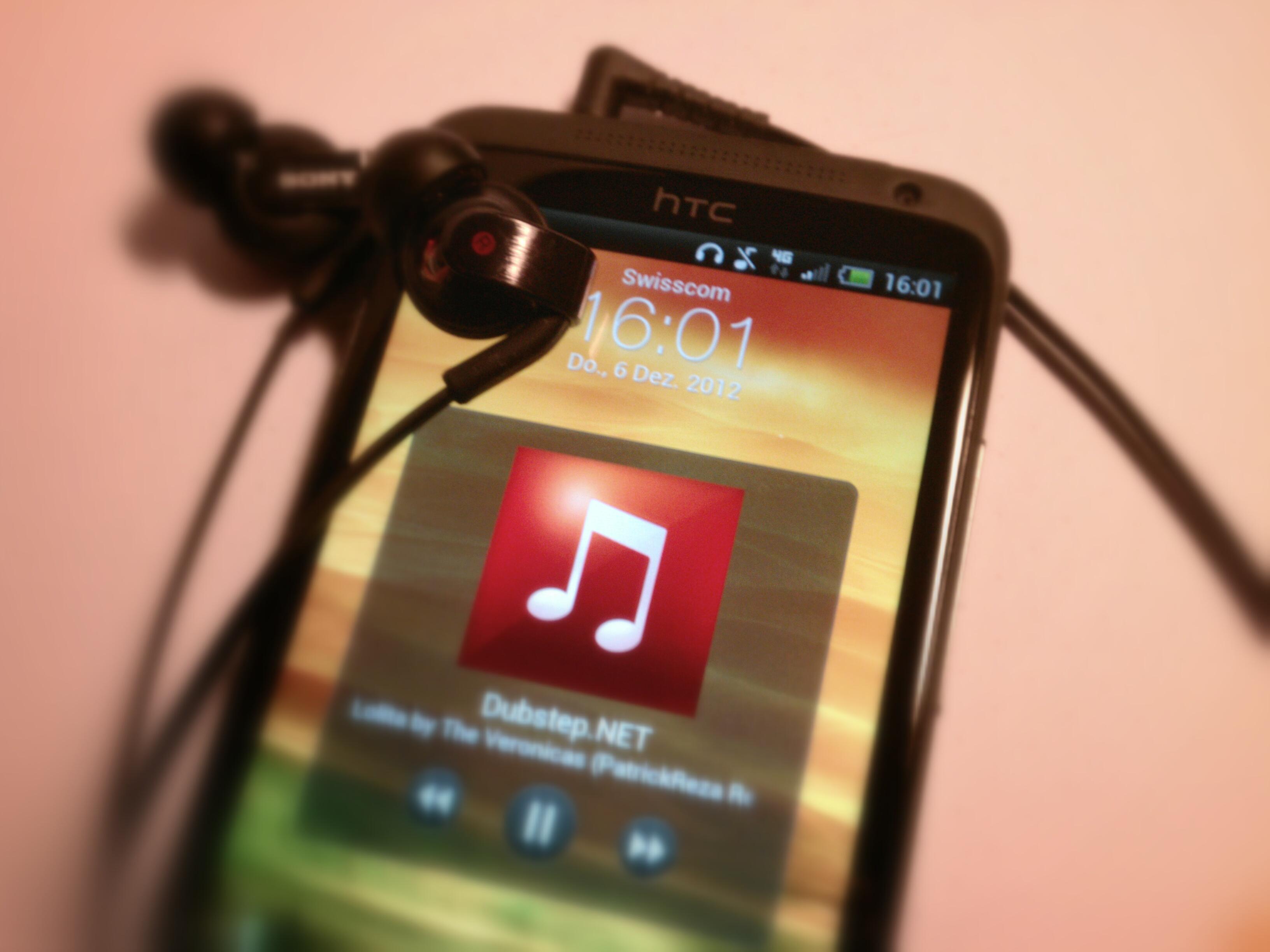 Lockscreen mit aktuellem Musiktitel und 4G Anzeige